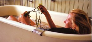 women's travel seaweed bath