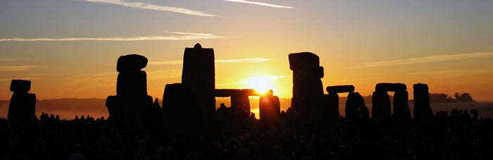 Sunrise_over_Stonehenge