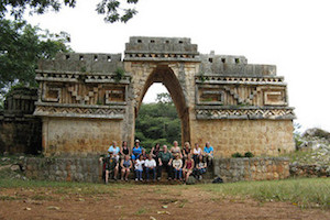 Labna-arch-with group